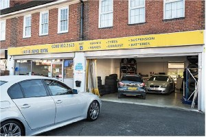 Book a Full Car Service with the Best Car Garage in Acton